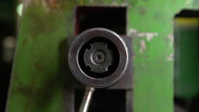 Drehender Metallgang stock video
