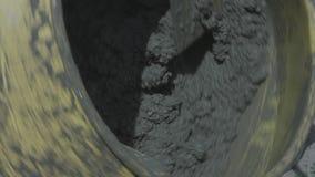 Drehender Zementmischer in der Maschine stock video footage
