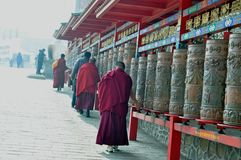 Drehrad, samsara, Buddha-Skulptur, buddhistische Skulptur, buddhistische Skulptur, Buddha-Statue lizenzfreie stockbilder