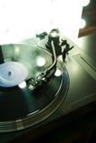 Drehscheibearm über Vinyl mit Hintergrundbeleuchtung Lizenzfreie Stockfotos