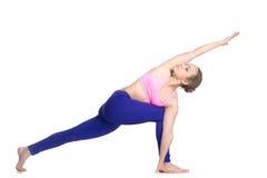 Drehseitenwinkel-Yoga Haltung Stockfotos