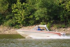 Drehzahl-Bootfahrt lizenzfreie stockbilder