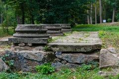 Drei Abwasserkanal hatchs im Park Stockfotografie