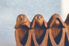 Drei Affen hören, sehen und sprechen kein Übel Stockbilder