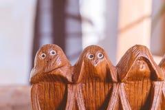 Drei Affen hören, sehen und sprechen kein Übel Stockbild