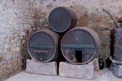 Drei alte Fässer Stockfotografie