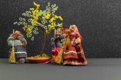 Drei alte Hexen mit Baum in der Mitte Lizenzfreie Stockfotos
