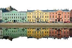 Drei alte Mehrfarbenhäuser Stockfoto