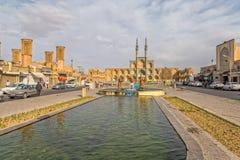 Drei alte Reisendstatuen in Yazd Stockfoto
