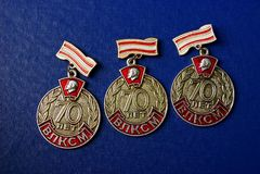 Drei alte sowjetische Ikonen auf einem blauen Hintergrund Lizenzfreie Stockfotografie