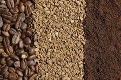 Drei Arten Kaffee: Kaffeebohnen, gemahlener Kaffee, Instantkaffee Stockbilder