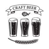 Drei Arten Trommelglasschüttel-apparat des Bieres des halben Liters traditioneller, Tulpe und nonic halbe Liter Weinlesebandfahne vektor abbildung