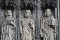 Drei Außenstatuen, Köln-Kathedrale, Deutschland Lizenzfreies Stockbild