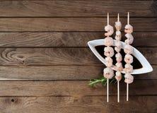 Drei Aufsteckspindeln mit gekochten Garnelen Stockbilder