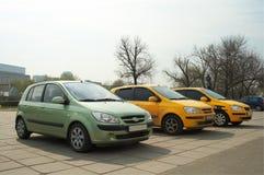 Drei Autos in einer Reihe Stockbilder