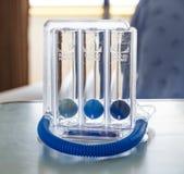 Drei Bälle anspornendes Spirometer für tief atmen Stockfoto