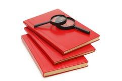 Drei Bücher und Vergrößerungsgl Stockfotografie