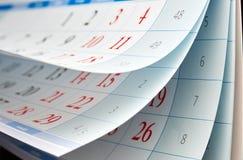 Drei Blätter Kalender mit roten Zahlen Lizenzfreie Stockfotografie