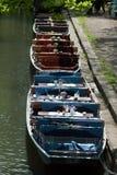 Drei Boote auf dem Ufer Stockbild