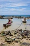 Drei Boote auf einer Leine Stockfoto