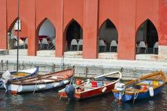 Drei Boote in der Bank des Sees Stockfoto