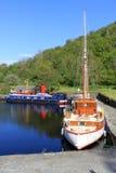 Drei Boote machten im Becken, Crinan-Kanal Schottland fest Lizenzfreie Stockbilder