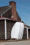 Drei Boote und ein Haus stockfoto
