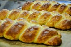 Drei Brotborten bereits kochten und bereiteten sich zum Verkauf vor lizenzfreie stockfotos