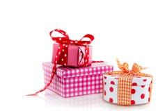 Drei bunte giftboxes lizenzfreie stockfotografie