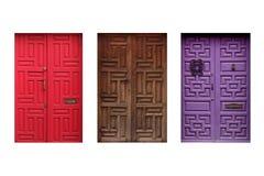 Drei bunte mexikanische Türen lokalisiert auf weißem Hintergrund Stockfoto