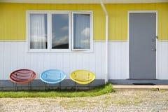 Drei bunte Stühle Stockfotos