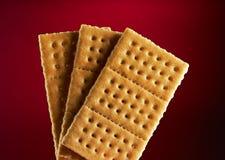 Drei Cracker auf Rot Stockbilder