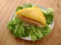 Drei-Decker mit Kopfsalat stockfoto