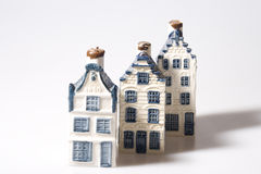 Drei Delft-Blauhäuser Stockfoto