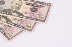 Drei 50-Dollar-Banknoten lokalisiert auf weißem Hintergrund Lizenzfreie Stockfotos
