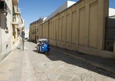 Drei drehten Affe Calessino-Ausflugfahrzeug in Matera, Italien Stockbild