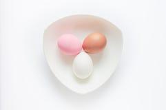 Drei Eier auf weißem Hintergrund Lizenzfreie Stockfotografie