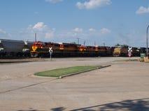 Drei Eisenbahn-Maschinen arbeiten zusammen Lizenzfreie Stockfotos