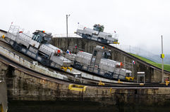 Drei elektrische Lokomotiven auf dem Panamakanal stockfoto