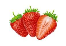 Drei Erdbeeren lokalisiert auf weißem Hintergrund mit Beschneidungspfad lizenzfreie stockbilder