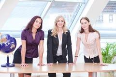 Drei ernste Mädchen Stockfoto