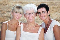 Drei Erzeugungen der Frauen Stockfotos