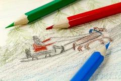 Drei färbten Bleistift auf dem Hintergrund von Kind-` s Zeichnung Stockfoto
