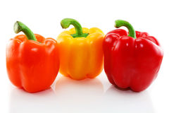 Drei färbten Paprika getrennt Lizenzfreie Stockbilder