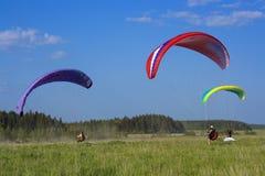 Drei Farbe paraglide Stockbilder