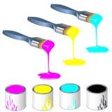 Drei Farbenmalerpinsel mit Lackdosen Lizenzfreie Stockfotografie