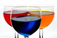 Drei Farbenweingläser stockfotografie