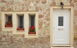 Drei Fenster und eine Tür Stockfotografie