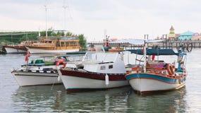 Drei Fischerboote im Fluss, die Türkei Lizenzfreie Stockbilder