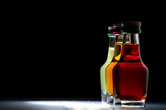 Drei Flaschen mit Likör lizenzfreies stockfoto
